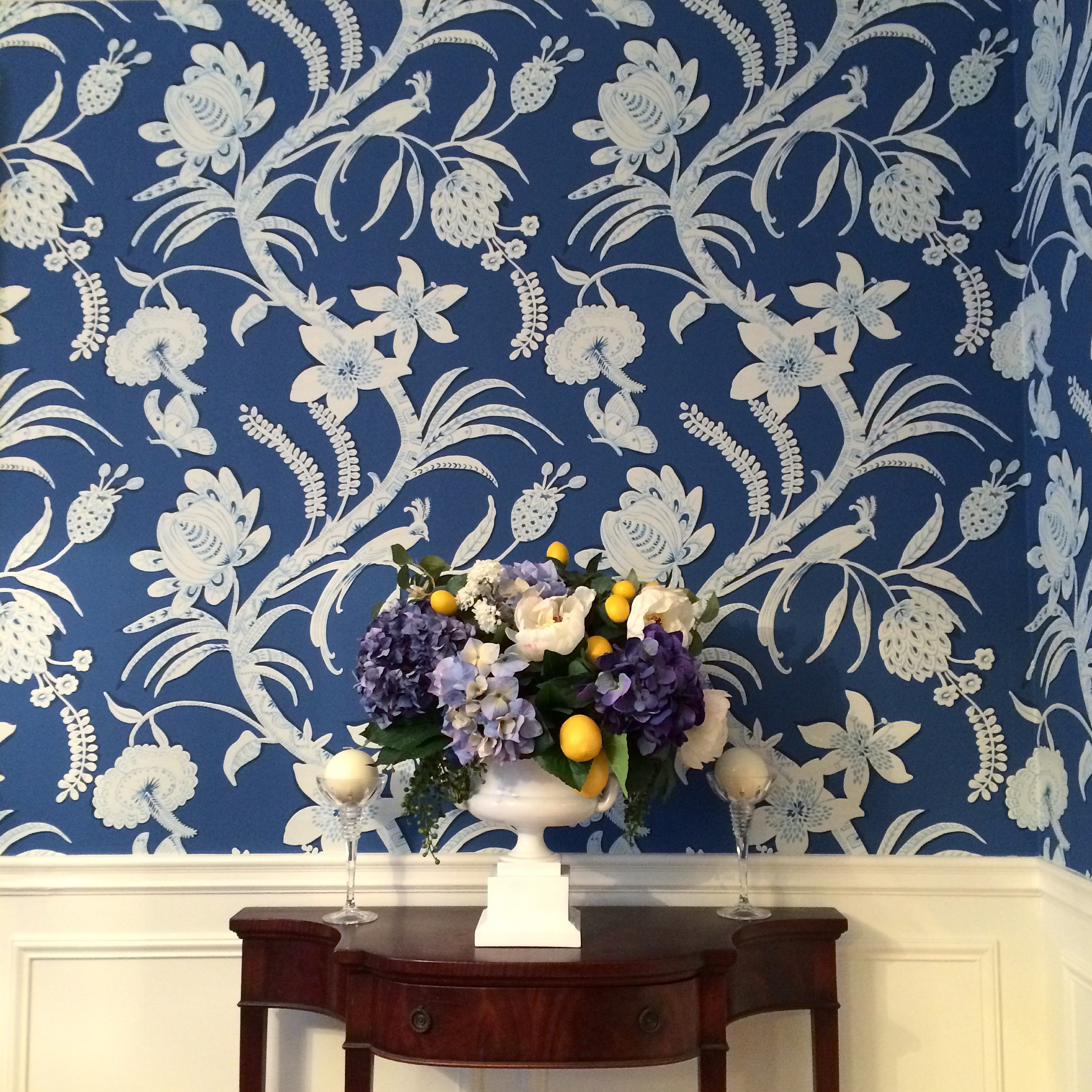 Thibaut-wallpaper-wall-covering-floral-traditonal-home-pattern-dining-room