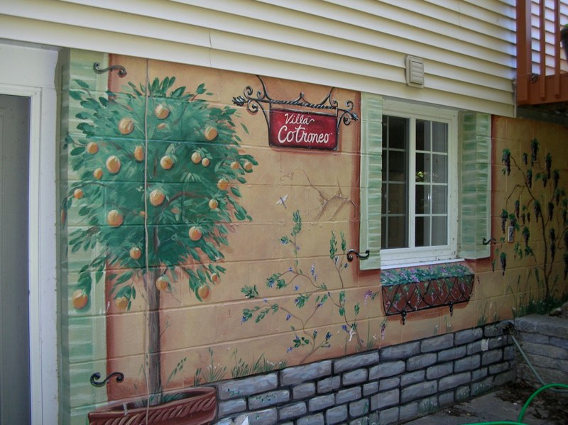 Exterior mural done on cinder blocks