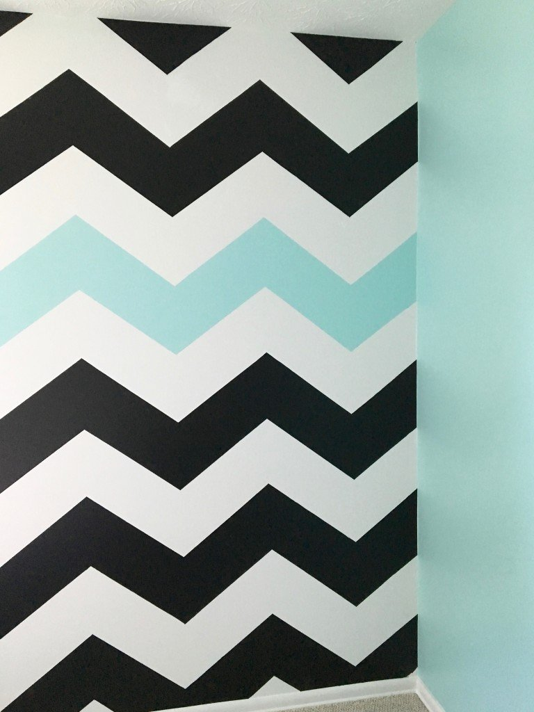 How_to_paint_chevron_stripes_ turquoise_black_white