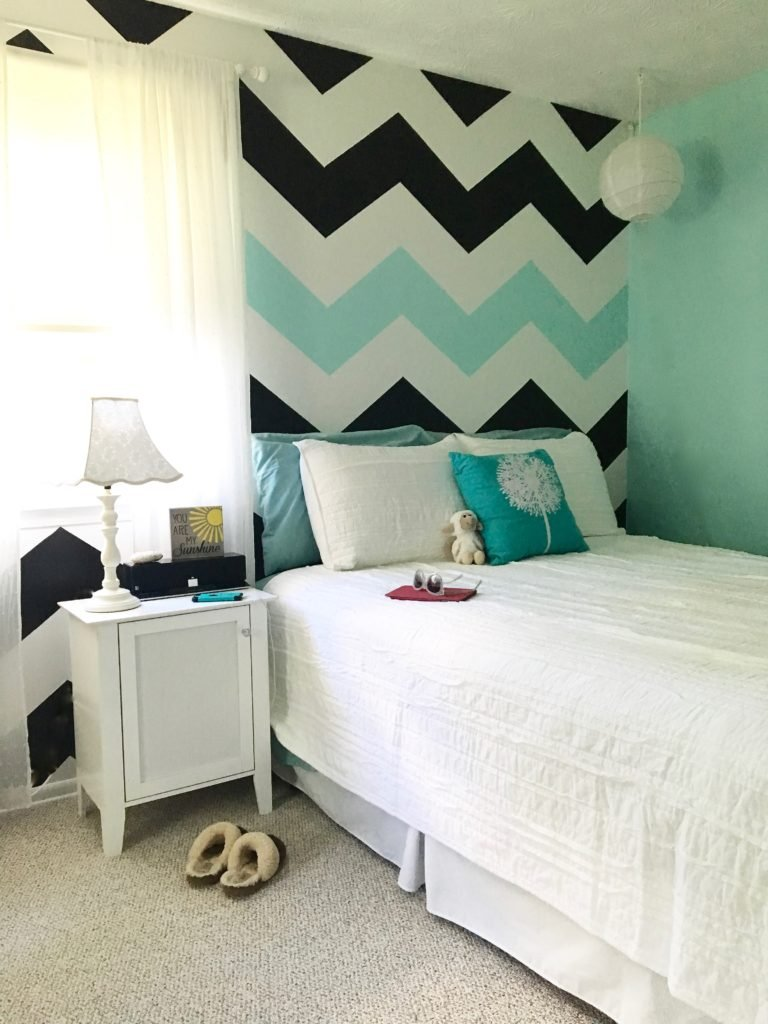 how_to_paint_chevron_stripes_wall_mturquoise-black-_and_white