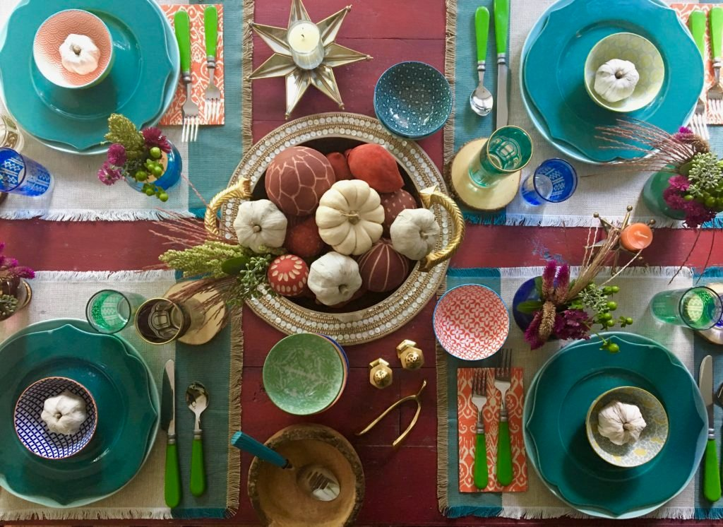 thanksgiving_friendsgiving_setting_the_table_boho_chic_gold_wishbone_glasses_world_markeanthropologie_plates_pumpkin