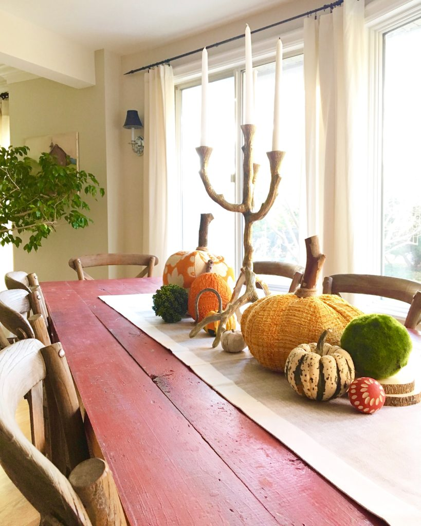 styling-the-perfect-fall-coffee-table-home-decor-blogger-tips-tricks-centerpeice-vintge-antique-dining-table-candles-velvet-pumpkins-farm-table-jpg