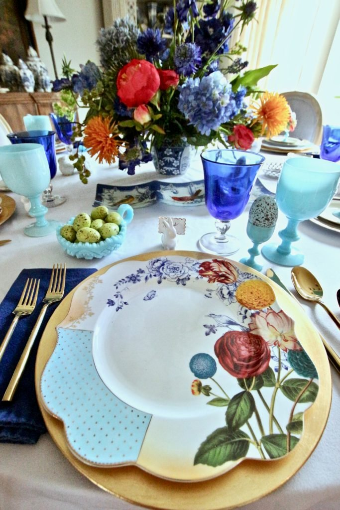 Tradtional_home_Easter_tablescape_setting_table_round_color_modern_mix_floral_arrangement_cobalt_delft_blue_dinnerware_dining_room_currey_company_chandelier_amara_pip_studio