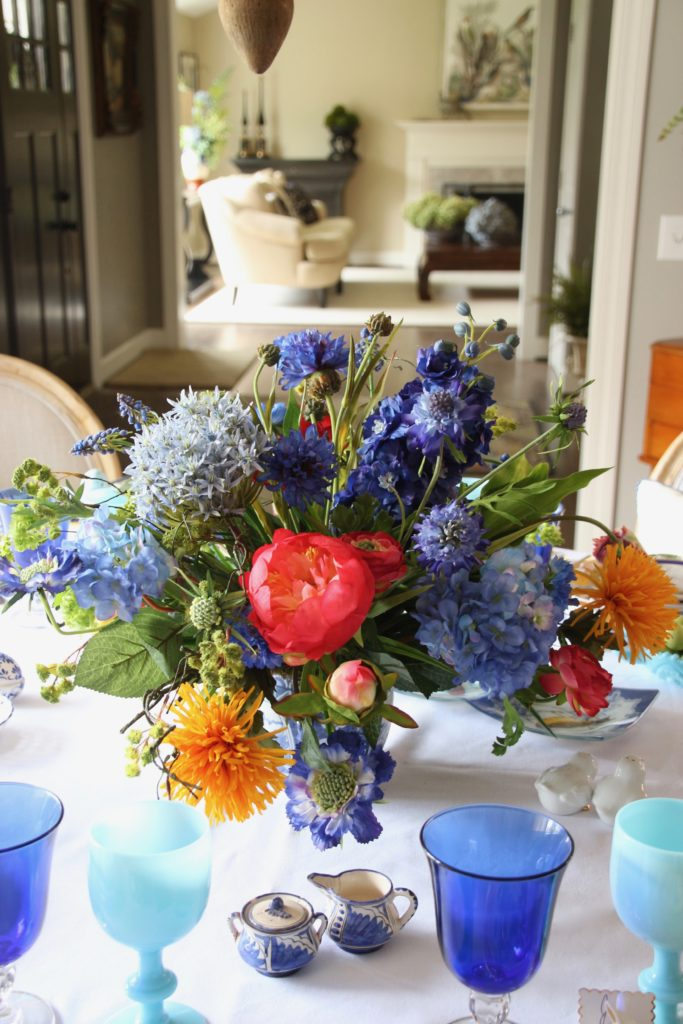 Tradtional_home_Easter_tablescape_setting_table_round_color_modern_mix_floral_arrangement_cobalt_delft_blue_dinnerware_dining_room_flowers_tulips_Spring