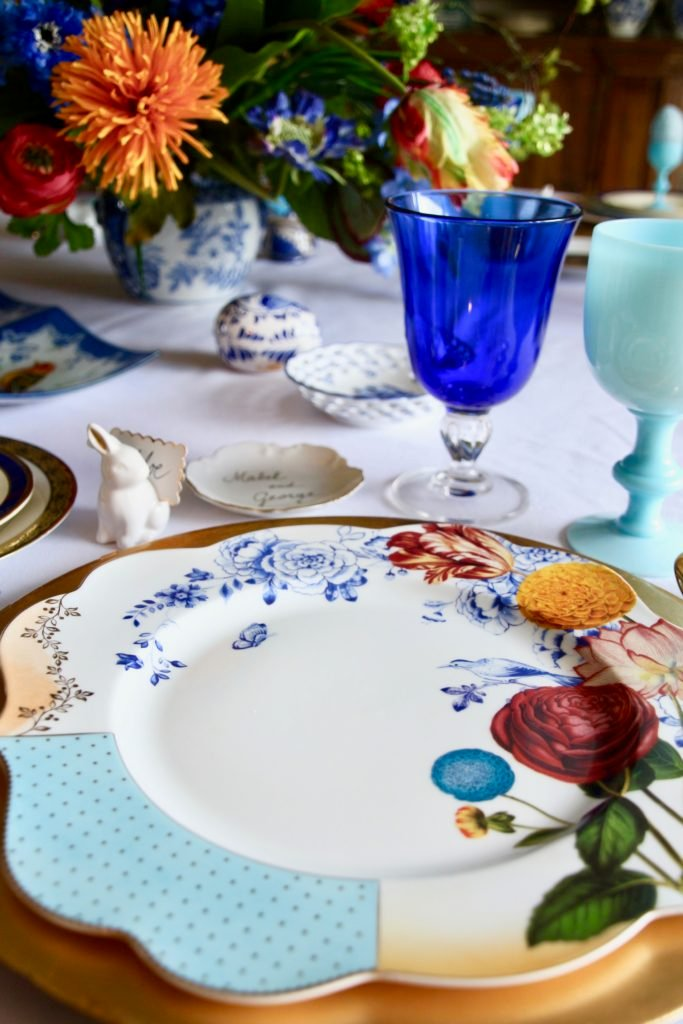 Tradtional_home_Easter_tablescape_setting_table_round_color_modern_mix_floral_arrangement_cobalt_delft_blue_dinnerware_dining_room_flowers_tulips_amara_pip_studio