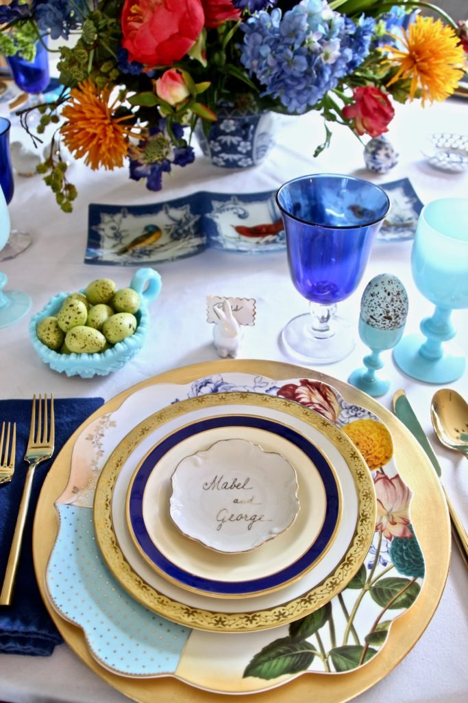 Tradtional_home_Easter_tablescape_setting_table_round_color_modern_mix_floral_arrangement_cobalt_delft_blue_dinnerware_dining_room_gold_amara