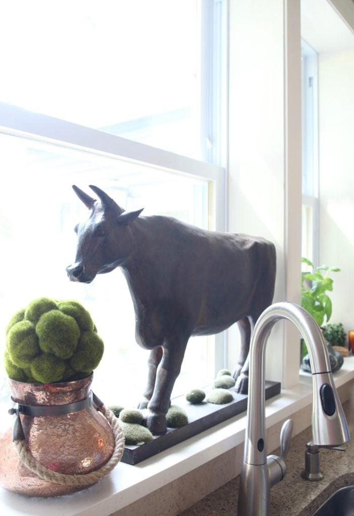 Fall_Blogger_home_tour_living_room_neutral_decor_autumn_colors_meme_hill_Amie_freling_HomeGoods_agape_candle_canning_pickles_corn_art_gourd_copper_jar_cow_kitchen