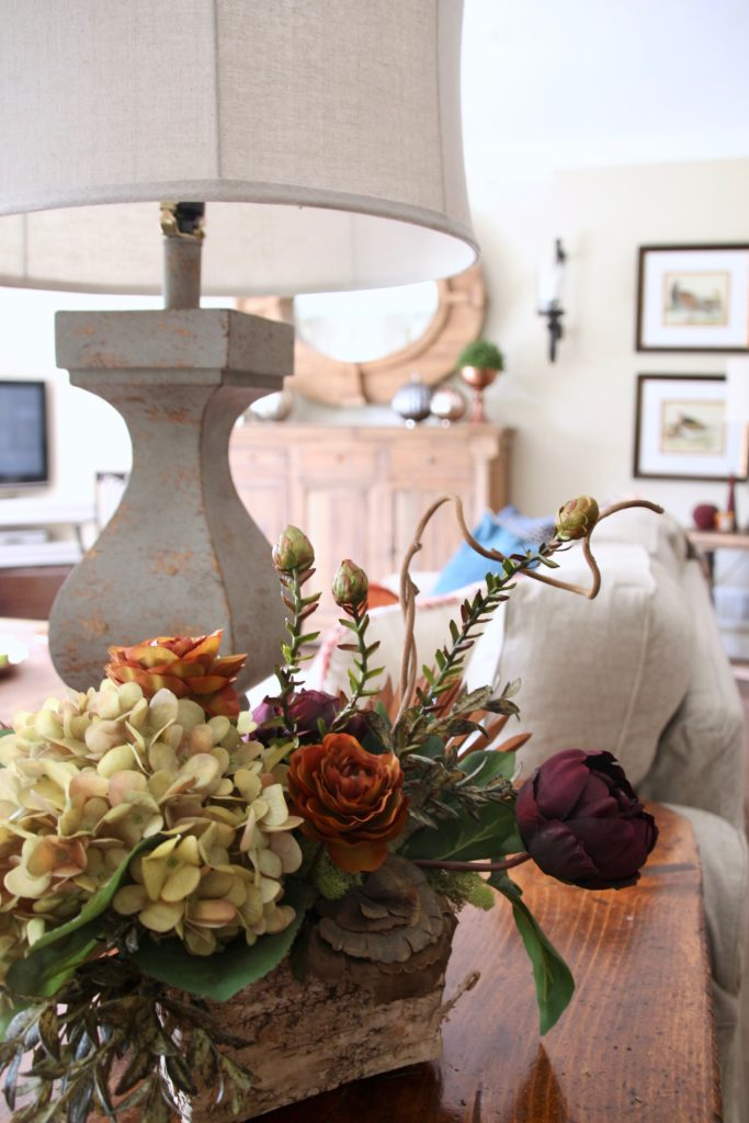 Fall_Blogger_home_tour_living_room_neutral_decor_autumn_colors_meme_hill_Amie_freling_HomeGoods_flower_arrangement_farmhouse