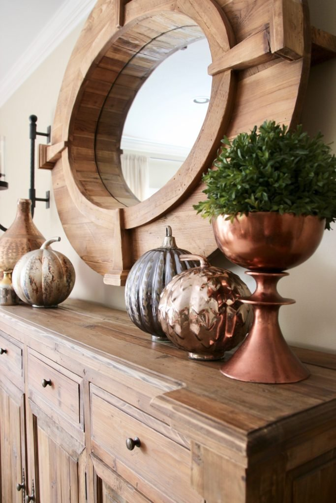 Fall_Blogger_home_tour_living_room_neutral_decor_autumn_colors_meme_hill_Amie_freling_HomeGoods_metal_pumpkins_mercury_glass_copper
