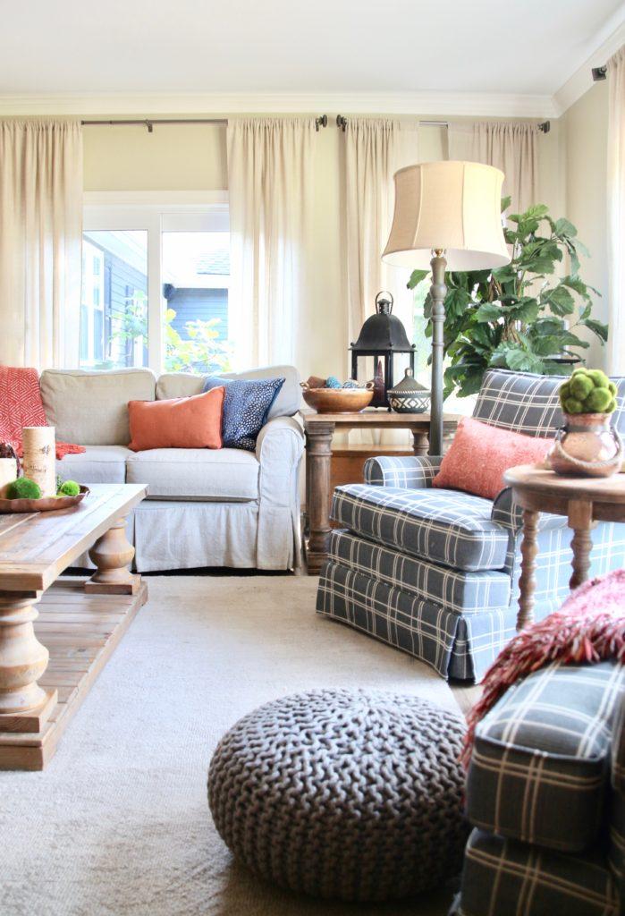 Fall_Blogger_home_tour_living_room_neutral_decor_autumn_colors_meme_hill_Amie_freling_HomeGoods_plaid_chair