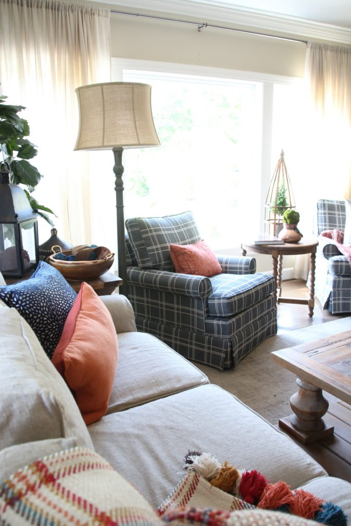 Fall_Blogger_home_tour_living_room_neutral_decor_autumn_colors_meme_hill_Amie_freling_HomeGoods_plaid_chair