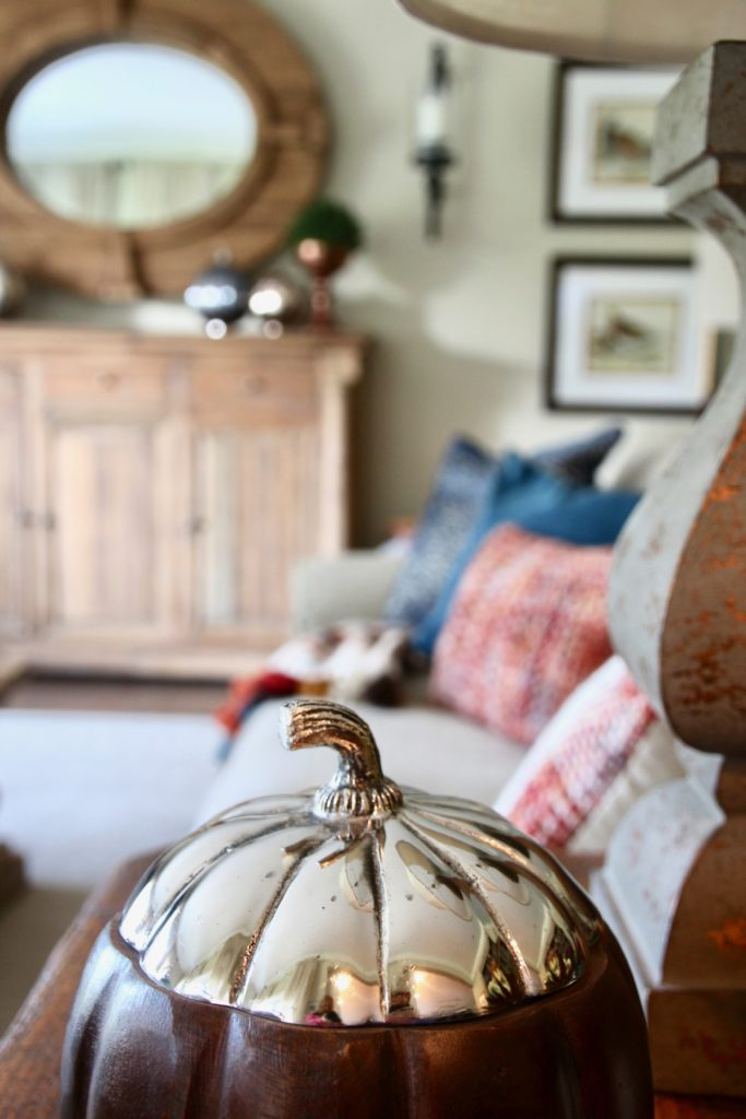 Fall_Blogger_home_tour_living_room_neutral_decor_autumn_colors_meme_hill_Amie_freling_HomeGoods_wood_silver_pumpkin