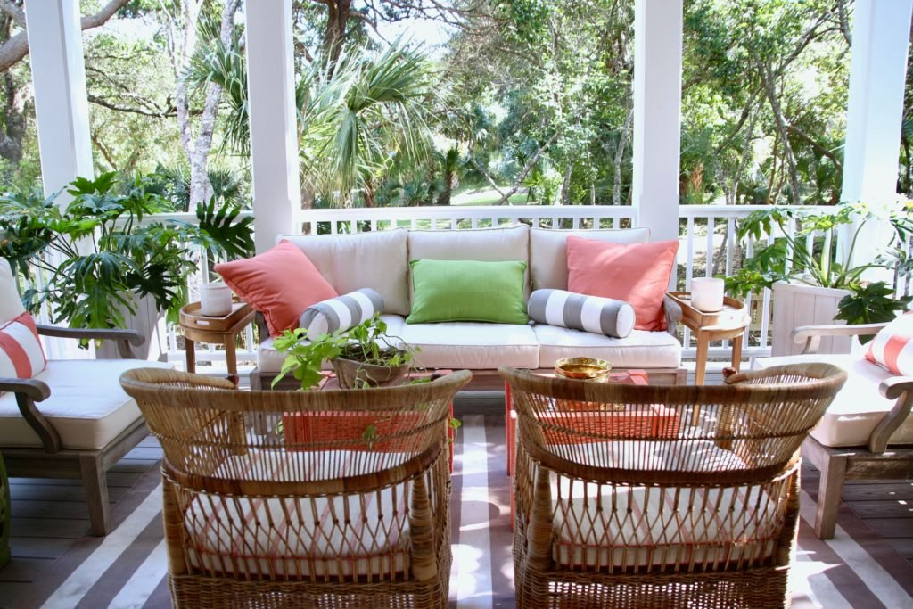 Southern _living_Idea_House_2017_Delta_faucet_bald_head_island_Meme_hill_screened_porch_patio_wicker_rattan_vintage_chair