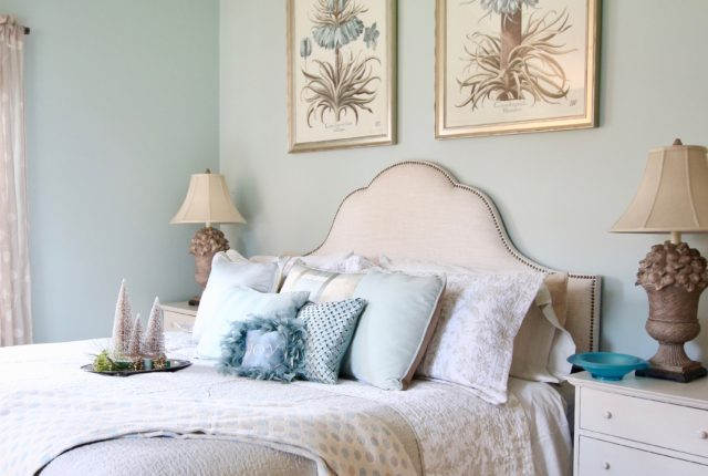 Christmas_bedroom_gorgeous_Turquoise_Makeover_bedding_bonTon_Laura_ashley_Meme_hill_Amie_freling_Tree_Bird_art_botanical