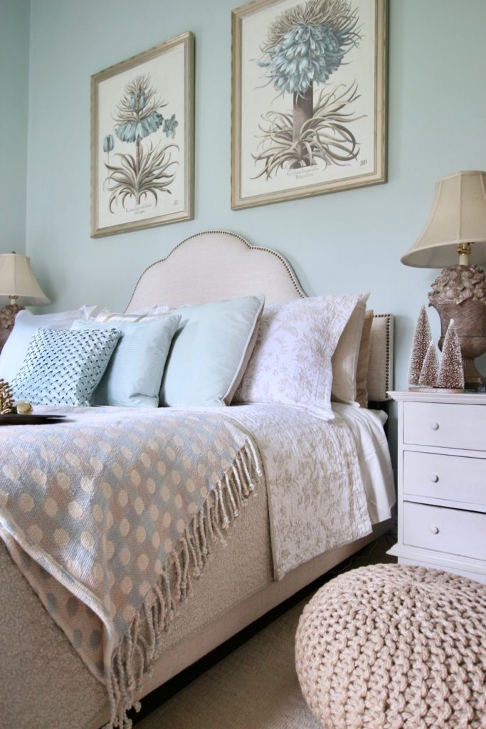 Christmas_bedroom_gorgeous_Turquoise_Makeover_bedding_bonTon_Laura_ashley_Meme_hill_Amie_freling_Tree_Bird_art_botanical_floral