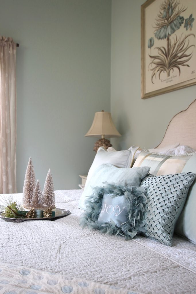Christmas_bedroom_gorgeous_Turquoise_Makeover_bedding_bonTon_Laura_ashley_Meme_hill_Amie_freling_Tree_Bird_art_joy_pillows