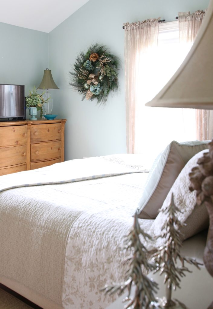 Christmas_bedroom_gorgeous_Turquoise_Makeover_bedding_bonTon_Laura_ashley_Meme_hill_Amie_freling_Tree_Bird_art_wreat_wisteria_flowers_gifts