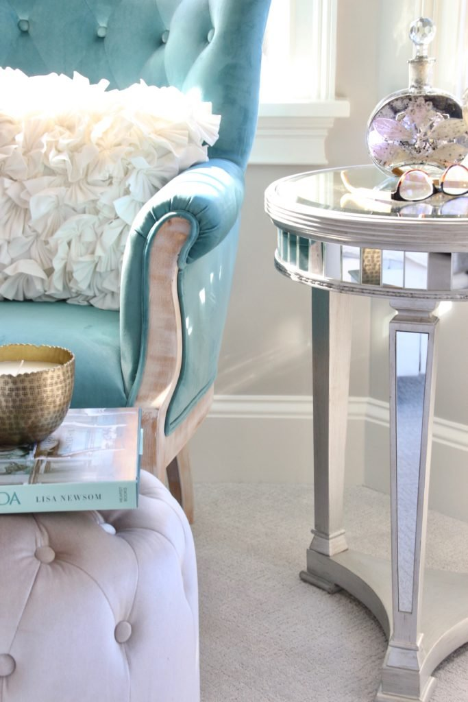 Meme_HIll_studio_amie_Freling_Raymour_flanigan_White_glam_bedroom_gorgeous_Thayer_upolstered_bed_accent_pillows_Dialia_mirrored_nightstand_tierney_round_table