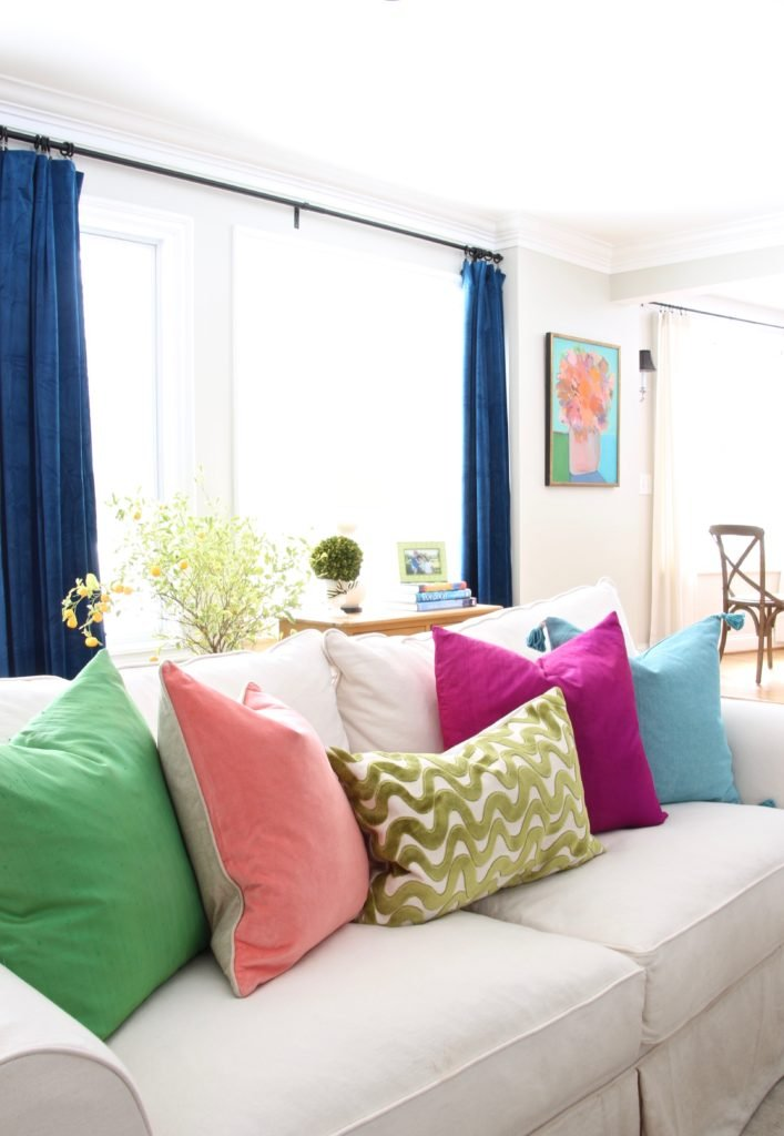Meme_HIll_Studio_Amie_freling_easter_decorating_livingroom_colorful_ideas_pillows_homeGoods_art_flowers_colors