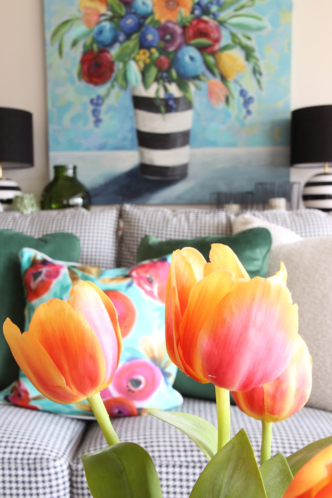 Colorful_jumpstart_Spring_kitchen_Meme_Hill_Studio_Amie_Freling_Raymour_flanigan_black_Houndstooth_Flowers_painting_White_tulips