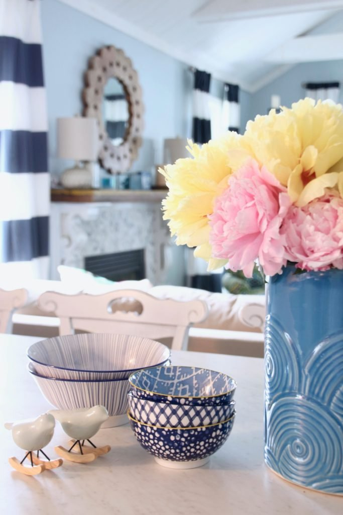 Meme_HIll_Studio_Amie_Freling_Summer_Lake_House_Blogger_Home_Tour_Cottage_Living_Coastal_decor_HomeGoods_peonies
