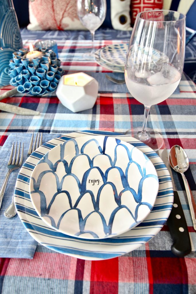 Meme_HIll_Studio_Amie_Freling_Summer_Lake_House_Blogger_Home_Tour_Cottage_Living_Coastal_decor_Rae_dunn_dinnerware_plates_melamine_blue