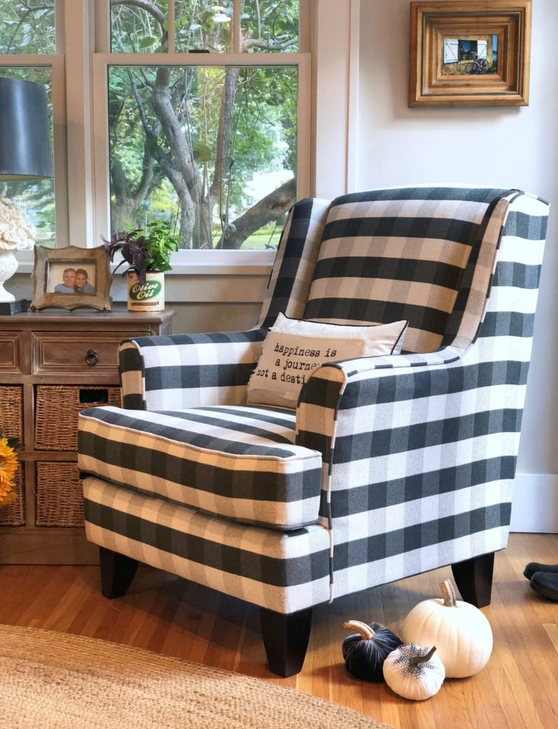 black and white chair, buffalo check chairs. black plaid ginghams chairs, Raymour & Flanigan, comfortable accent chairs