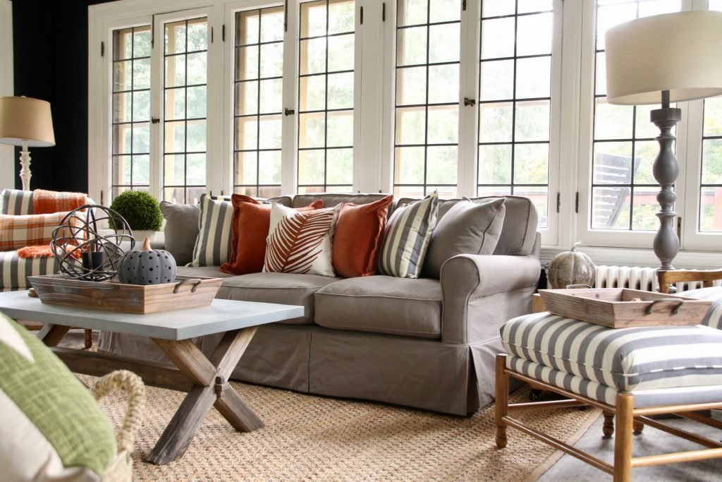 sisal rugs, farmhouse style living rooms, pretty gray sofas