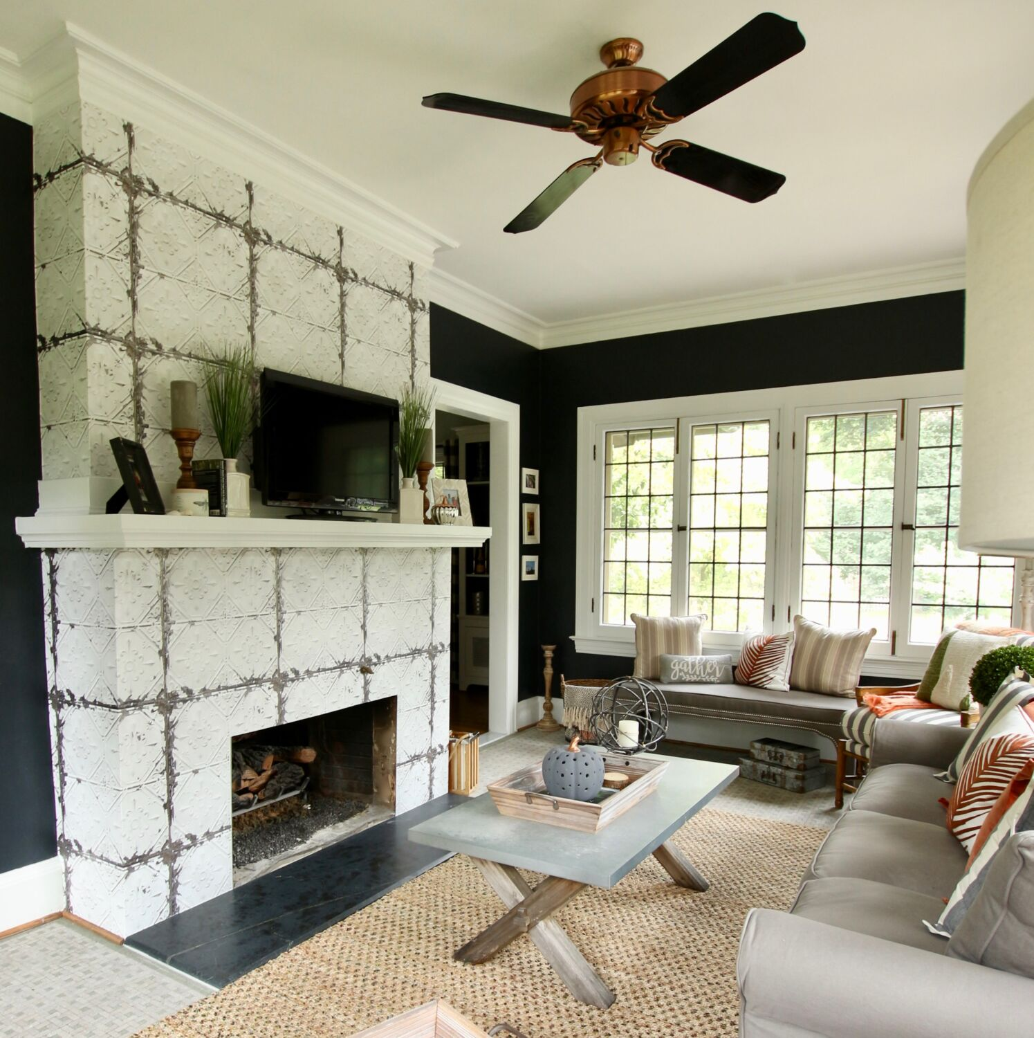farmhouse style living rooms, fixer upper style, black and white decorating , decorating ideas with black white and gray