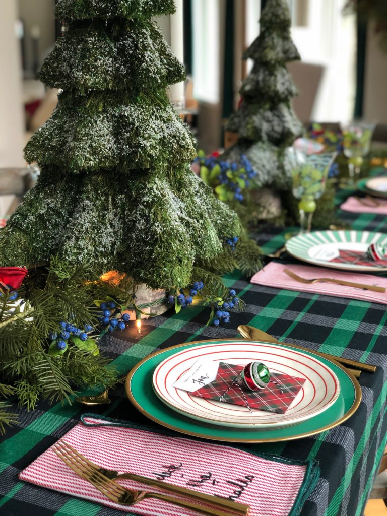 layering plates at the dinner table, christmas dinner table ideas