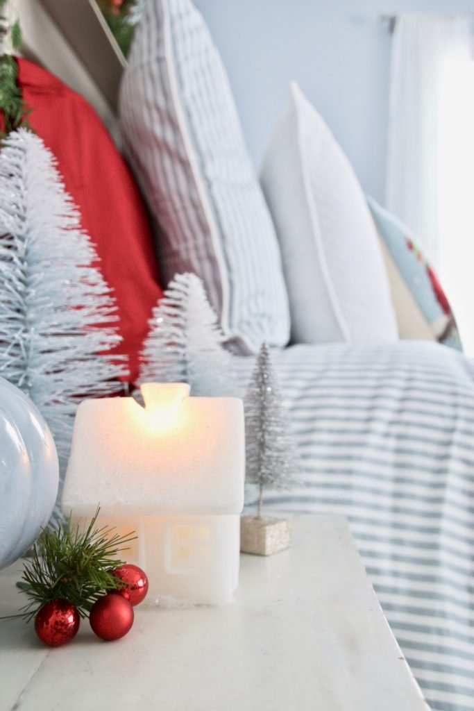 guest bedroom ideas, decorating for christmas , bedroom Christmas decor