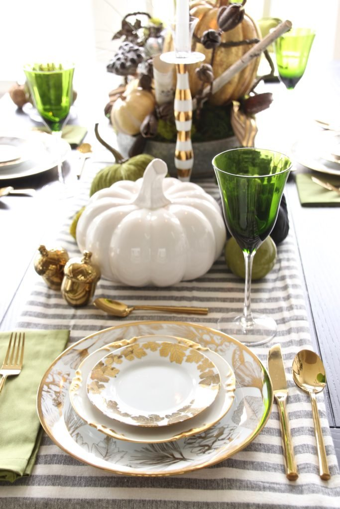 Thanksgiving dinner plates, pretty tables, white farmhouse tables