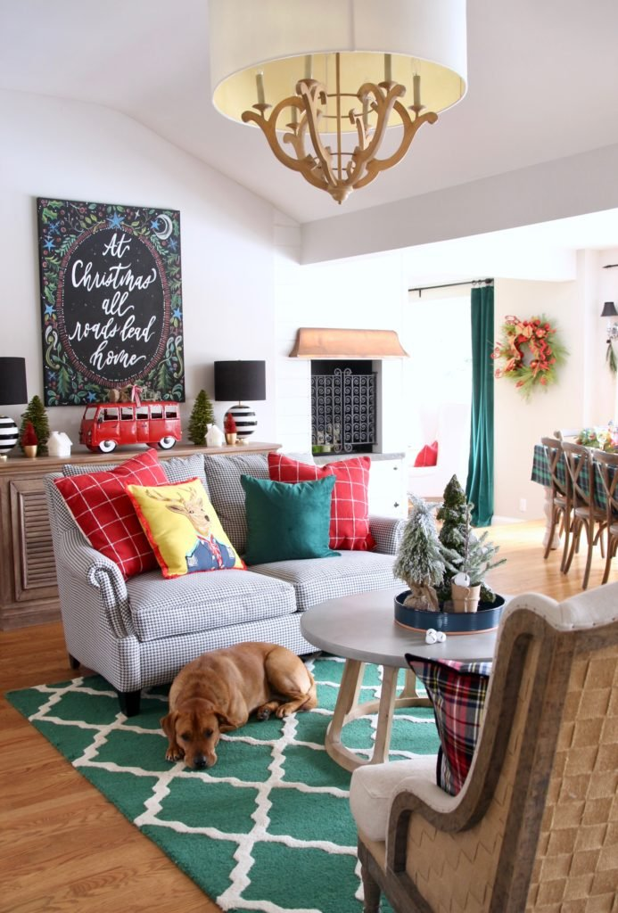 decorating your kitchen sitting room for the holidays, red and green christmas decor