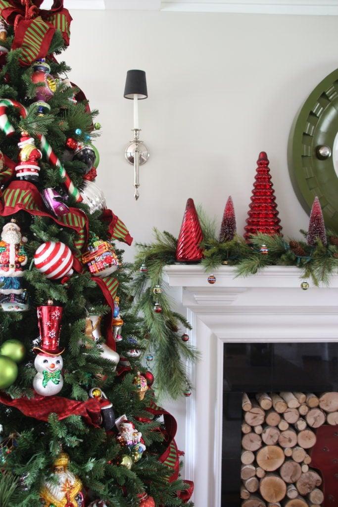 pretty living rooms, christmas decorating ideas, pretty glass ornaments, Christmas tree ideas