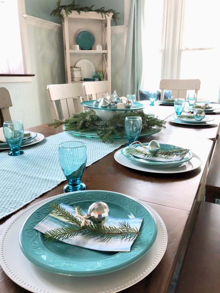 turquoise table runner, christs centerpieces using ornaments, christmas dinner ideas