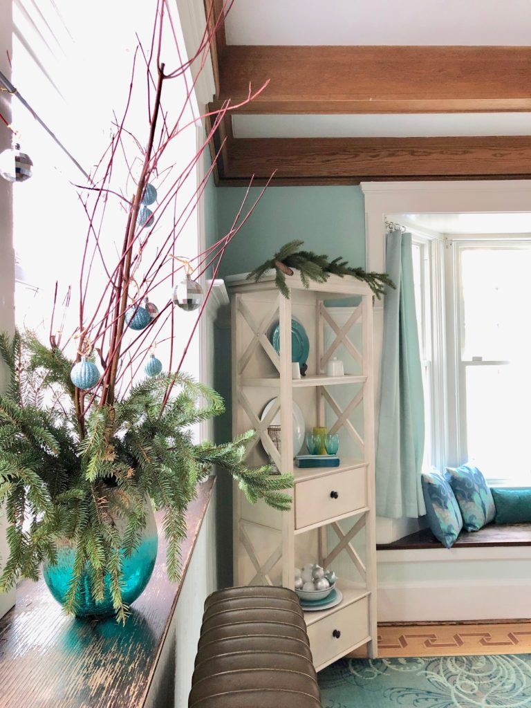 pretty turquoise vases, dining room decoration ideas