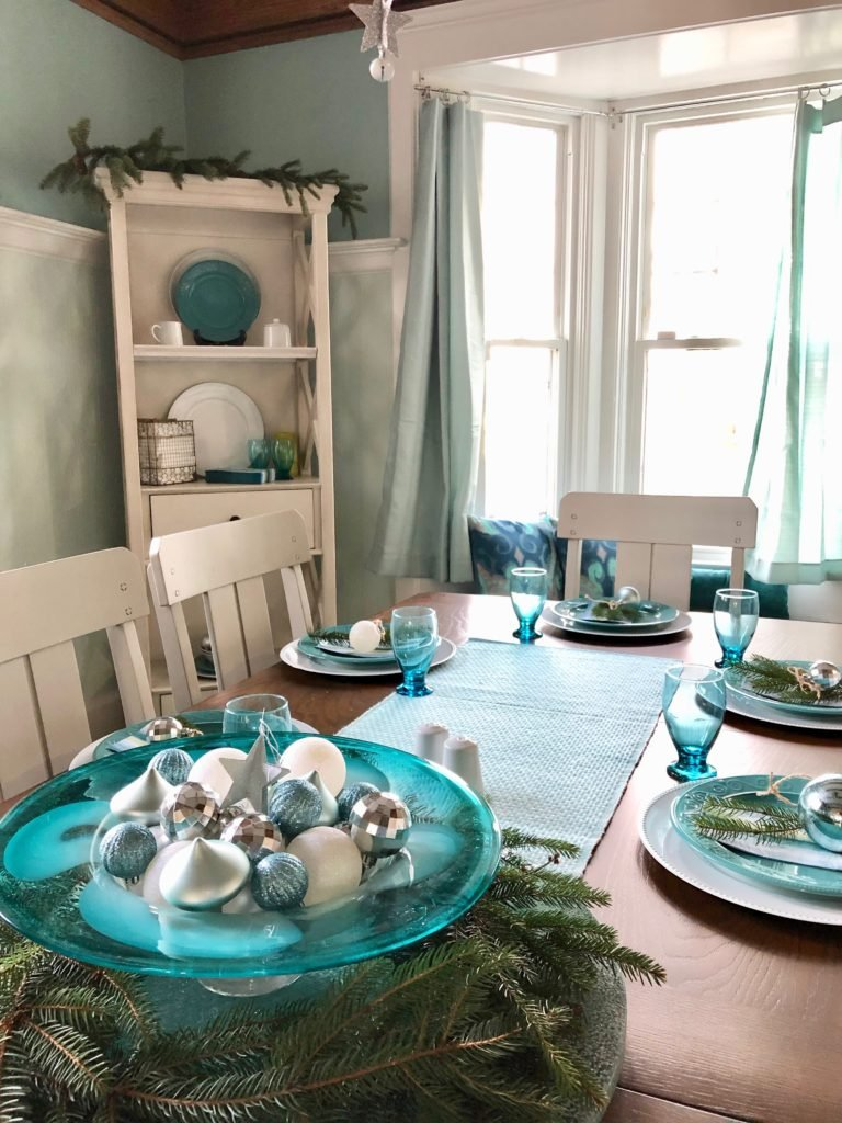 turquoise table runner, christs centerpieces using ornaments