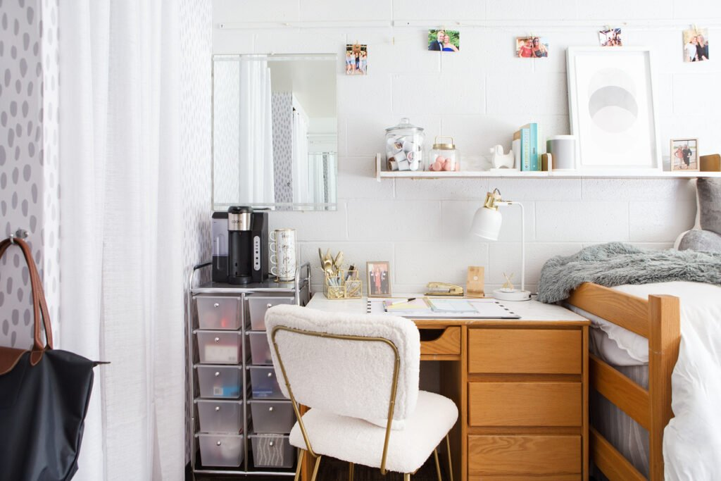 how to make a desk in a college dorm room work for many tasks